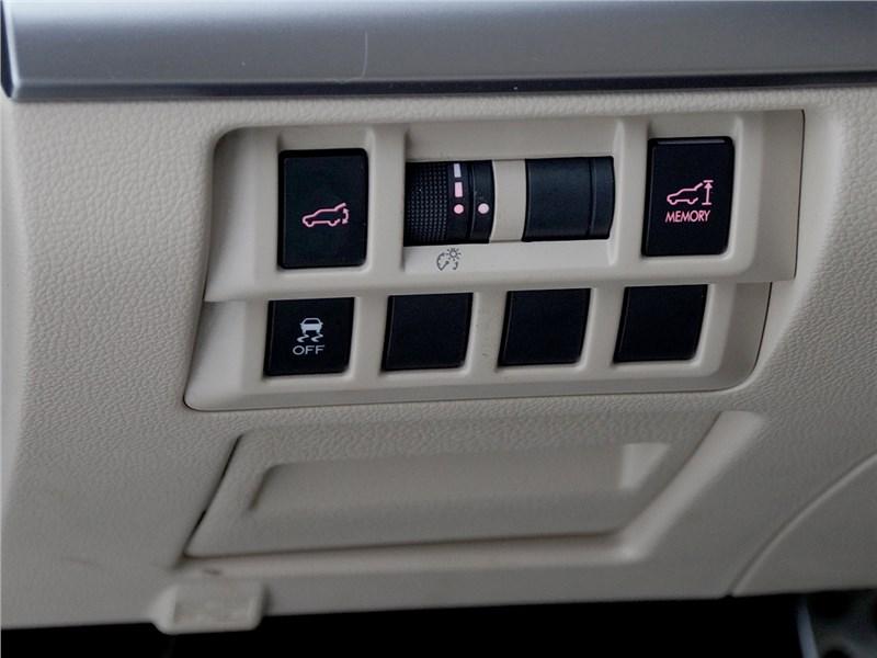 Subaru Outback 2015 кнопка отключения системы стабилизации