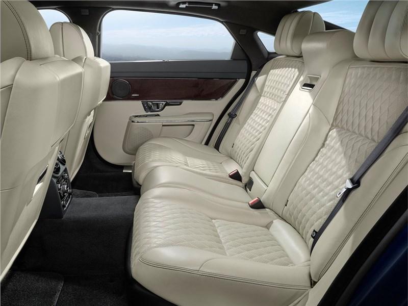 Jaguar XJ 2016 задний диван