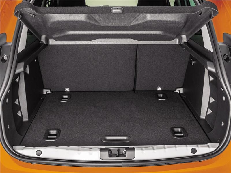 Lada XRay 2015 багажный отсек