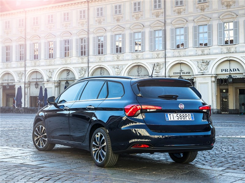 Fiat Tipo Station Wagon 2017 вид сзади