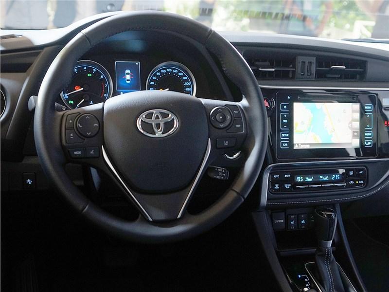 Toyota Corolla 2017 водительское место