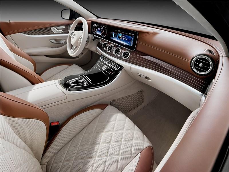 Mercedes-Benz E-Class Estate 2017 передние кресла