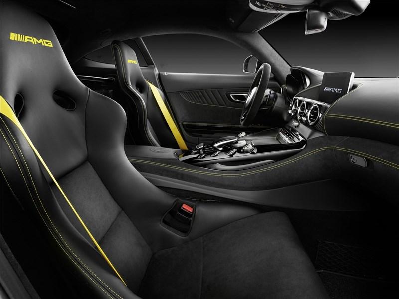 Mercedes-AMG GT R 2017 салон