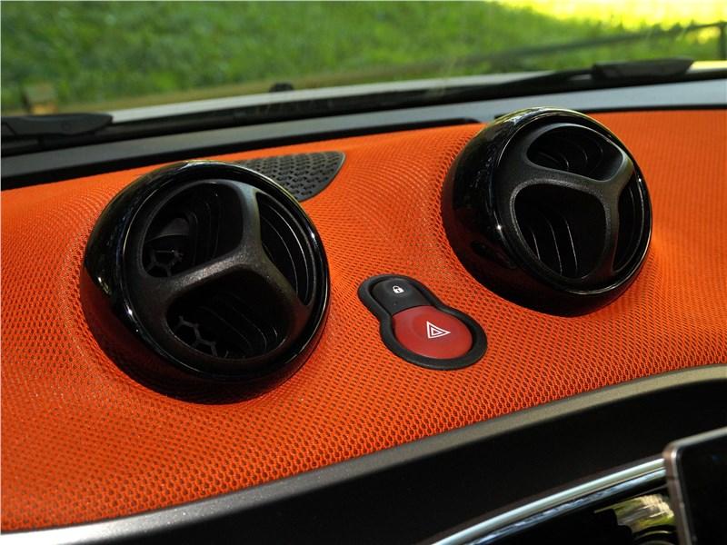Smart Fortwo 2015 кнопки включения аварийной сигнализации и центрального замка