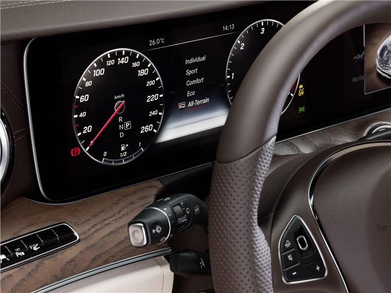 Mercedes-Benz E-Klasse All-Terrain 2017 приборная панель
