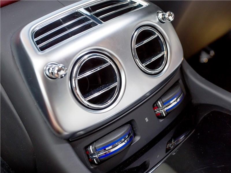 Rolls-Royce Wraith 2013 климат-контроль для задних пассажиров