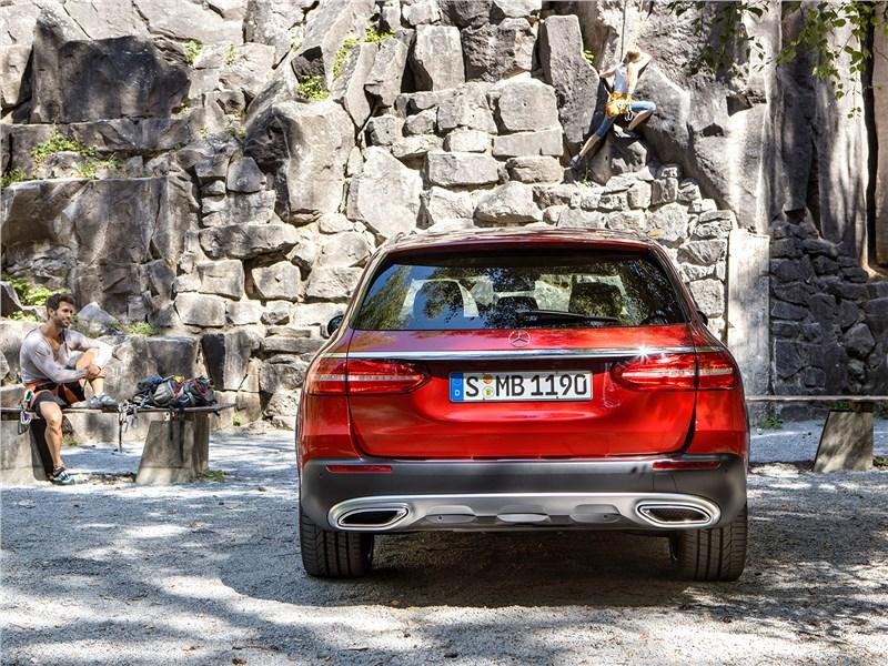 Mercedes-Benz E-Klasse All-Terrain 2017 вид сзади