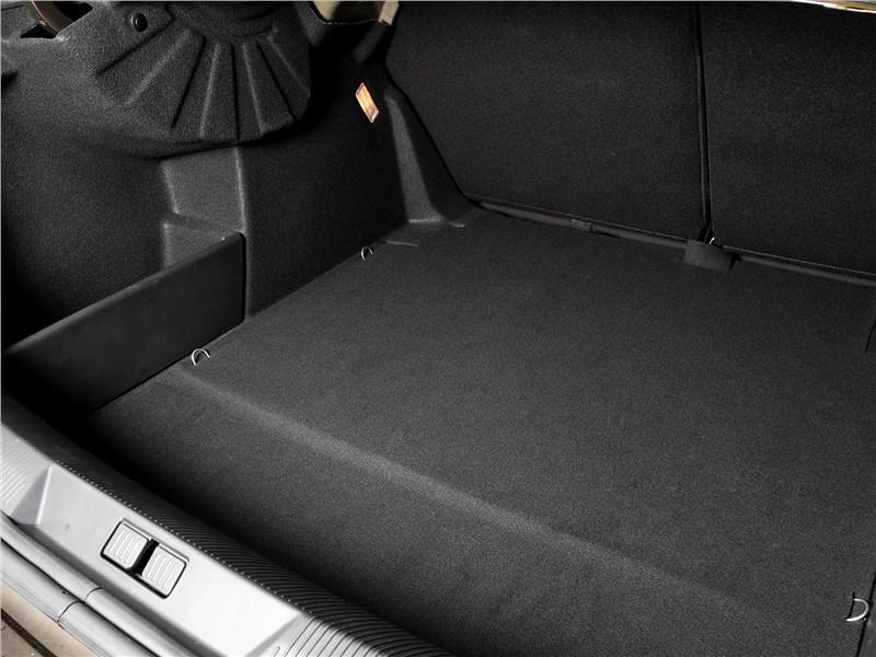 Citroen C4 2016 багажное отделение