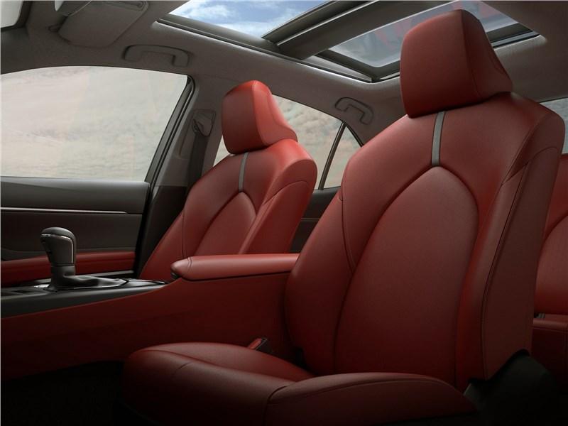 Toyota Camry 2018 передние кресла