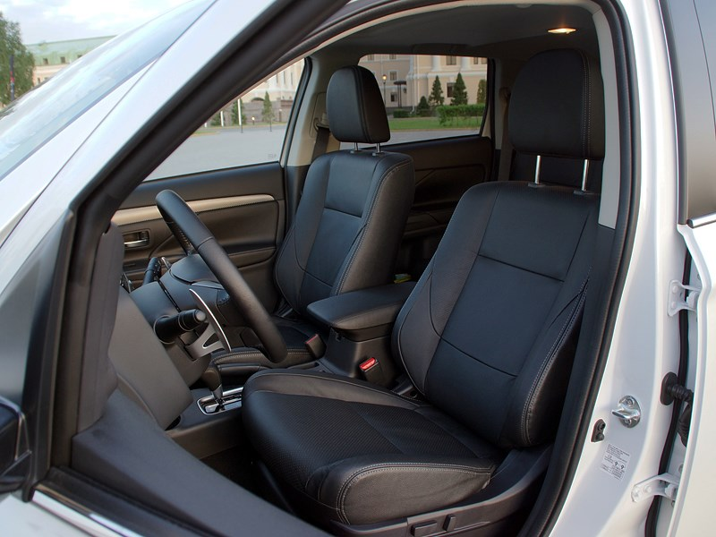 Mitsubishi Outlander 2013 передние кресла