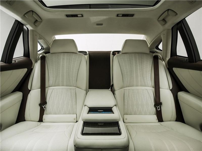 Lexus LS500 2017 задние кресла
