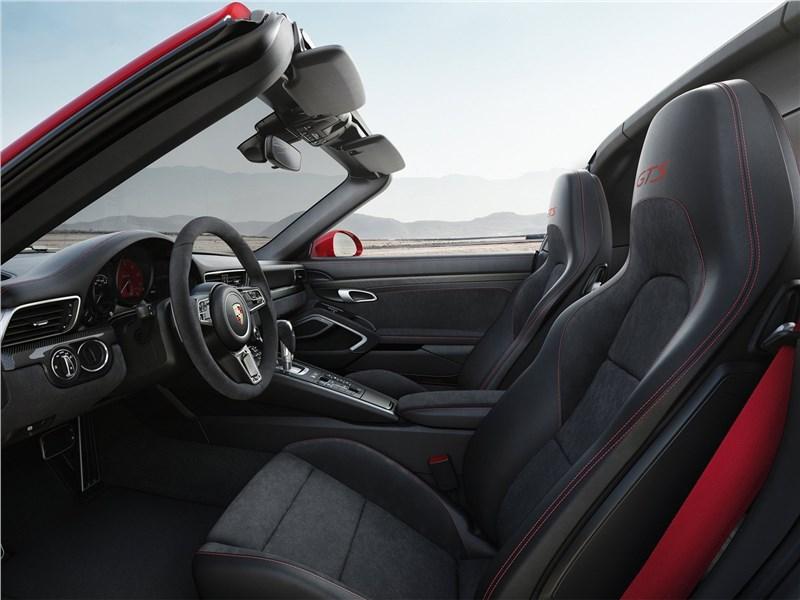 Porsche 911 GTS 2018 передние кресла