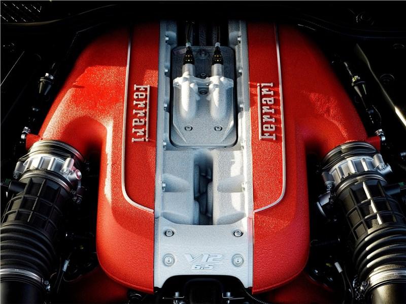 Ferrari 812 Superfast 2018 двигатель