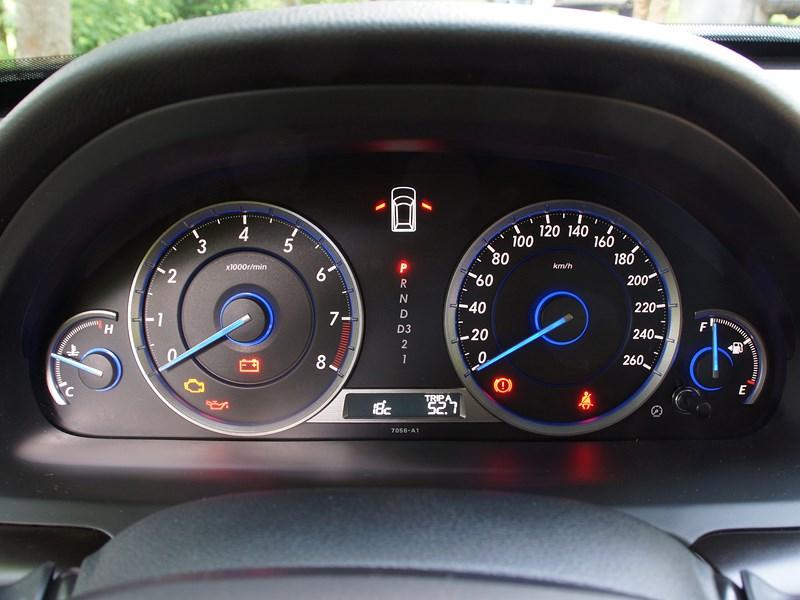 Honda Crosstour 2013 приборная панель