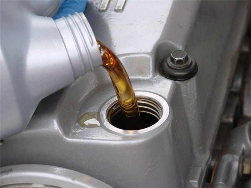 Для чего и как часто нужно менять масло в двигателе автомобиля