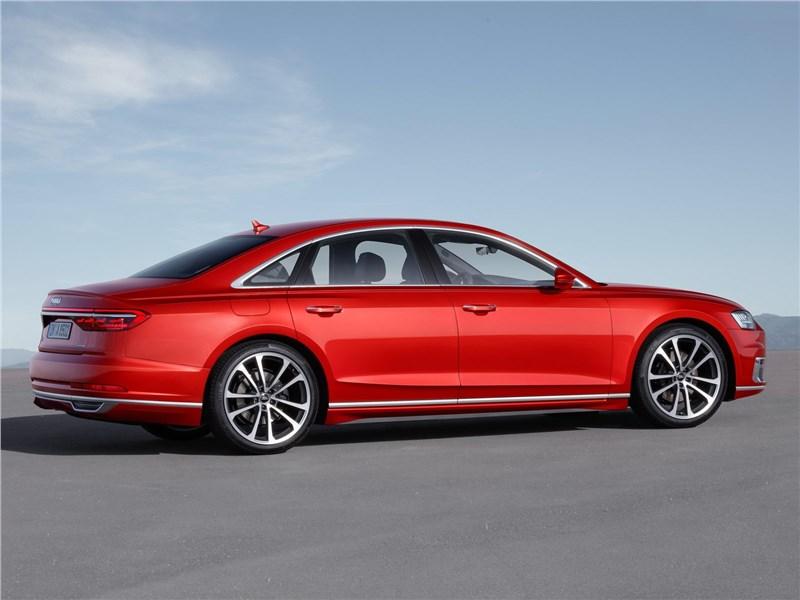 Audi A8 2018 вид сбоку