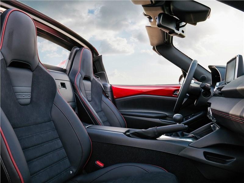Mazda MX-5 RF 2017 передние кресла