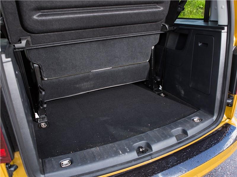 Volkswagen Caddy Family Maxi 2016 багажное отделение