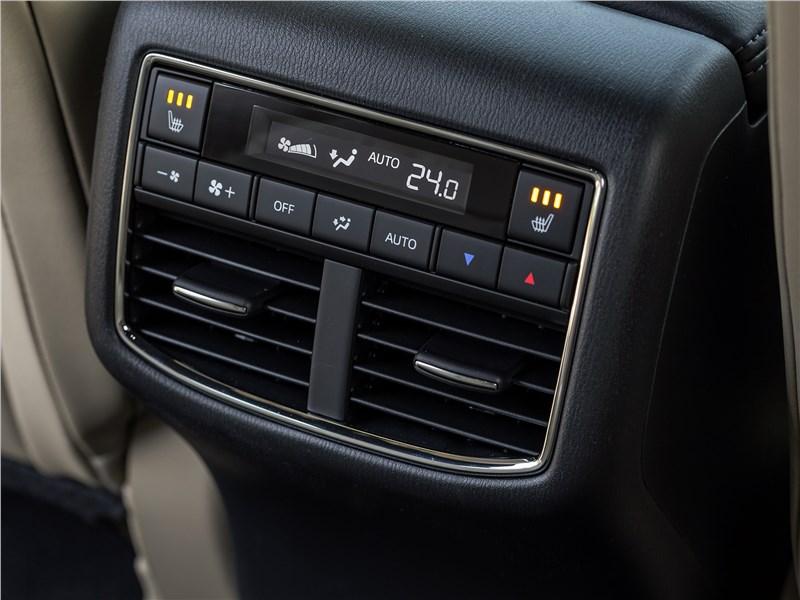 Mazda CX-9 2016 климат для второго ряда