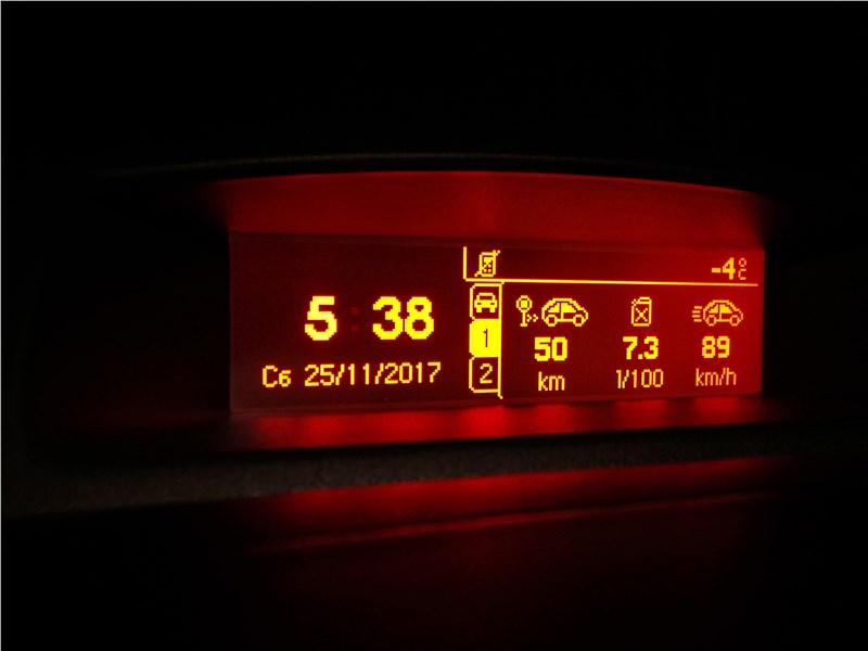 Peugeot Partner Tepee 2016 дисплей