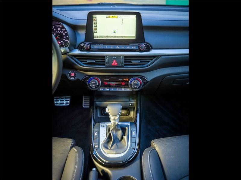 Kia Cerato 2019 Центральная консоль