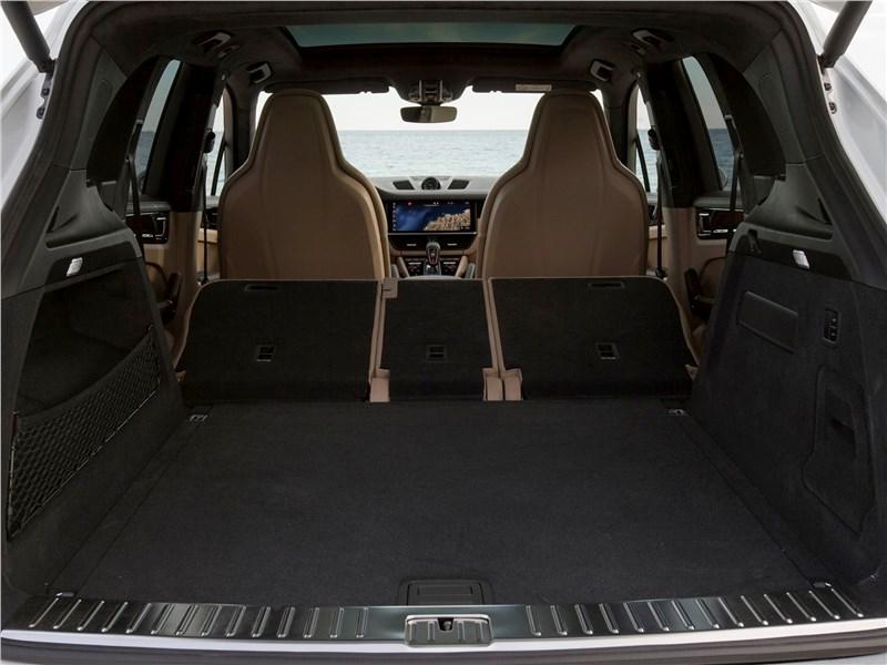 Porsche Cayenne 2018 багажное отделение