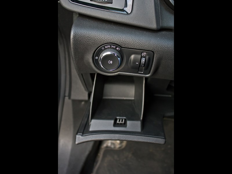 Opel Astra OPC 2013 мини-бардачок