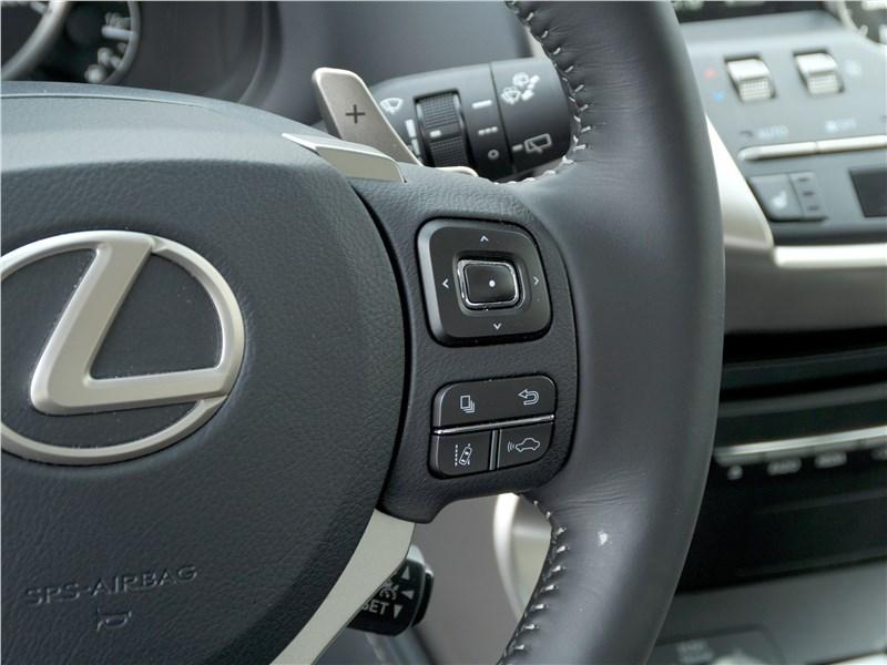 Lexus NX 2018 руль