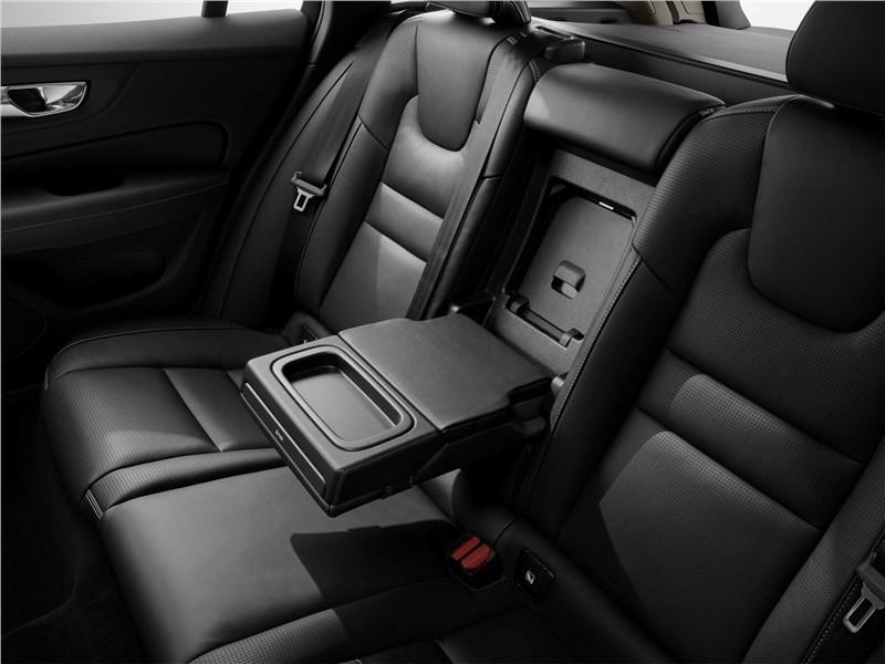 Volvo V60 2019 задний диван