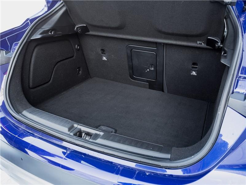Infiniti QX30 2016 багажное отделение