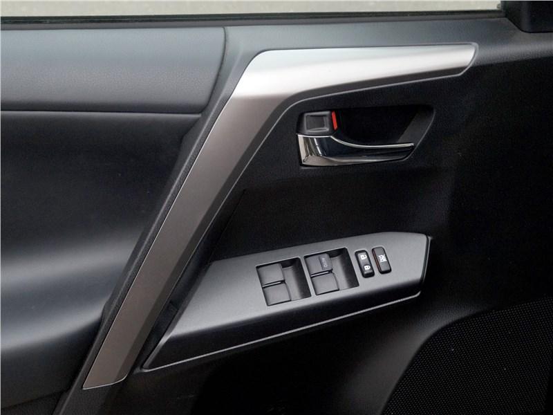 Toyota RAV4 2016 пластик отделки салона