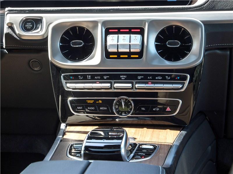 Mercedes-Benz G-Class 2019 центральная консоль