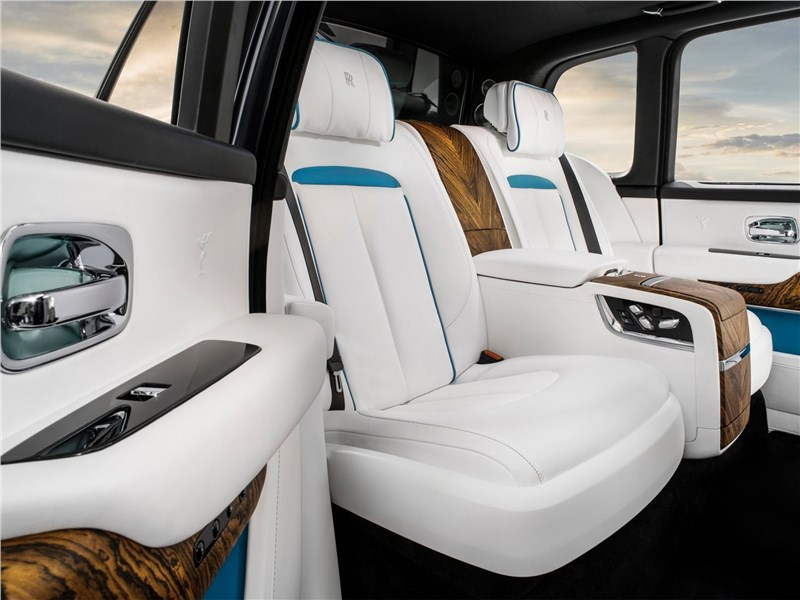 Rolls-Royce Cullinan 2019 задние кресла