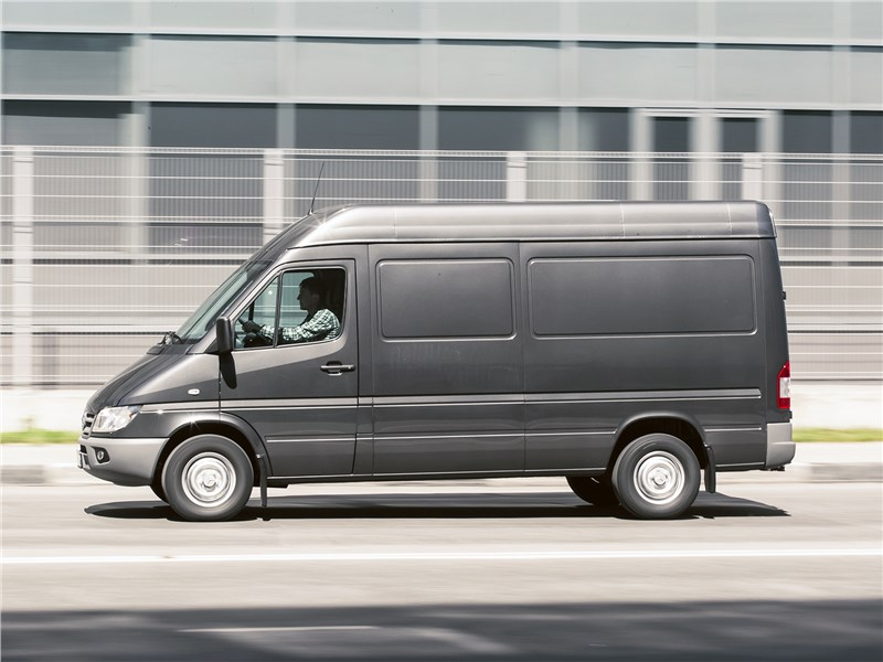 Mercedes-Benz Sprinter 2018 вид сбоку