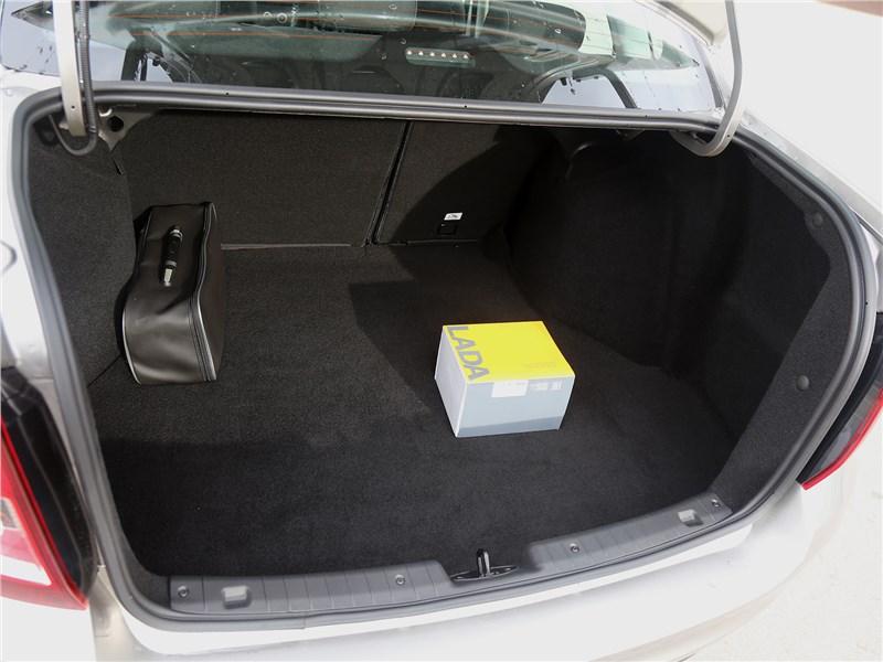 Lada Granta 2019 багажное отделение