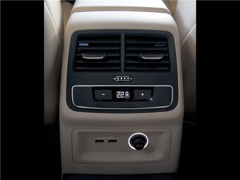 Audi A5 Sportback 2017 климат для второго ряда
