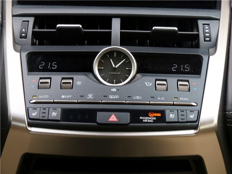 Lexus NX 2018 NX 300H центральная консоль