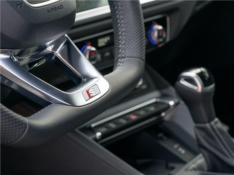 Audi Q3 2019 руль