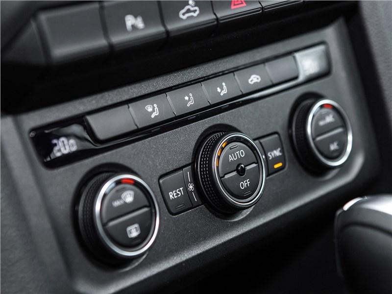 Volkswagen Amarok Dark Label 2019 управление климатом