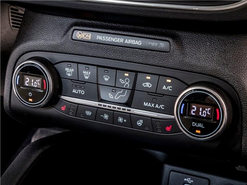 Ford Focus 2019 управление климатом