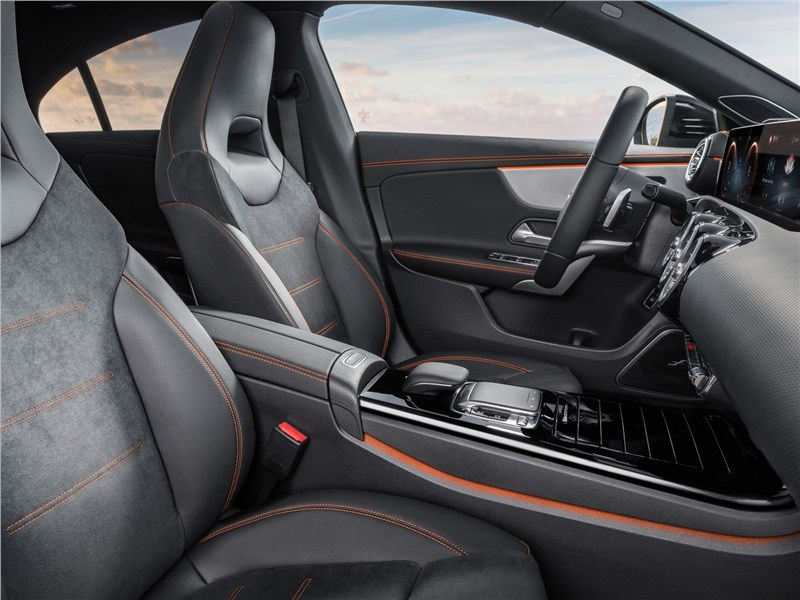 Mercedes-Benz CLA 2020 передние кресла