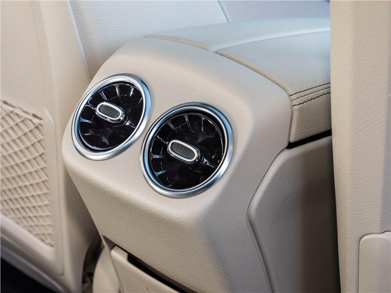 Mercedes-Benz CLA 2020 климат для второго ряда