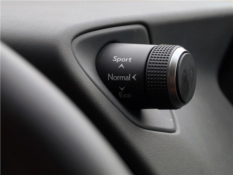 Lexus UX 200 2019 выбор режимов движения