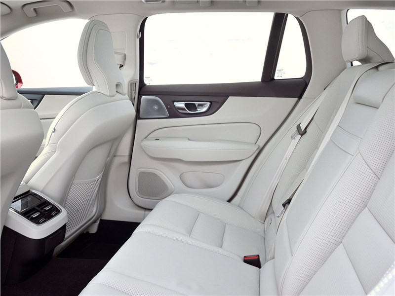 Volvo V60 Cross Country 2019 задний диван