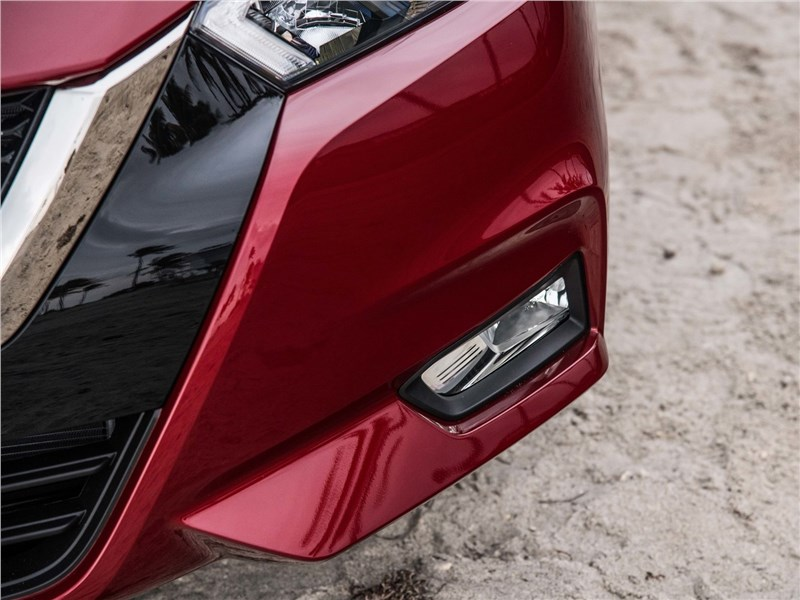 Nissan Tiida 2015 противотуманная фара