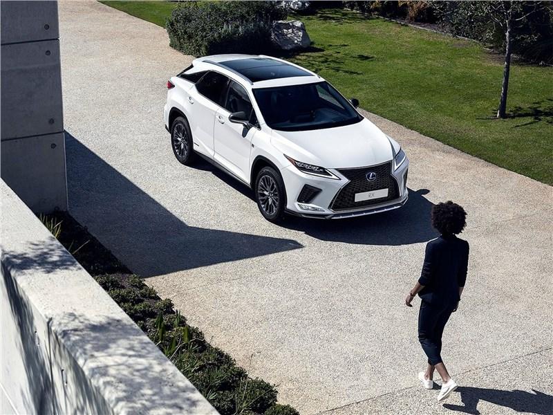 Lexus RX 2020 вид спереди сверху
