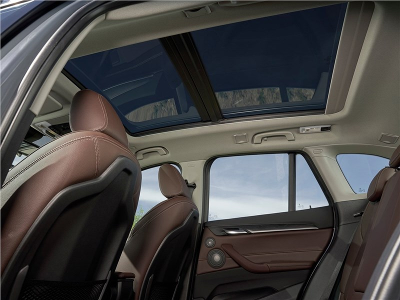 BMW X1 2020 панорамная крыша