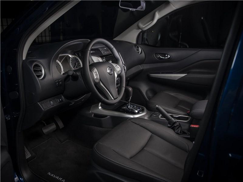 Nissan Navara 2020 передние кресла