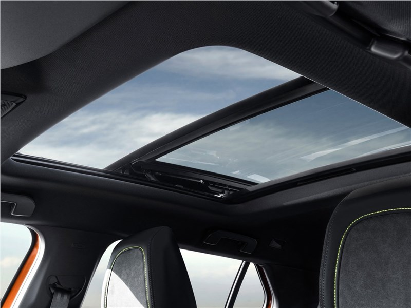 Peugeot 2008 2020 панорамная крыша