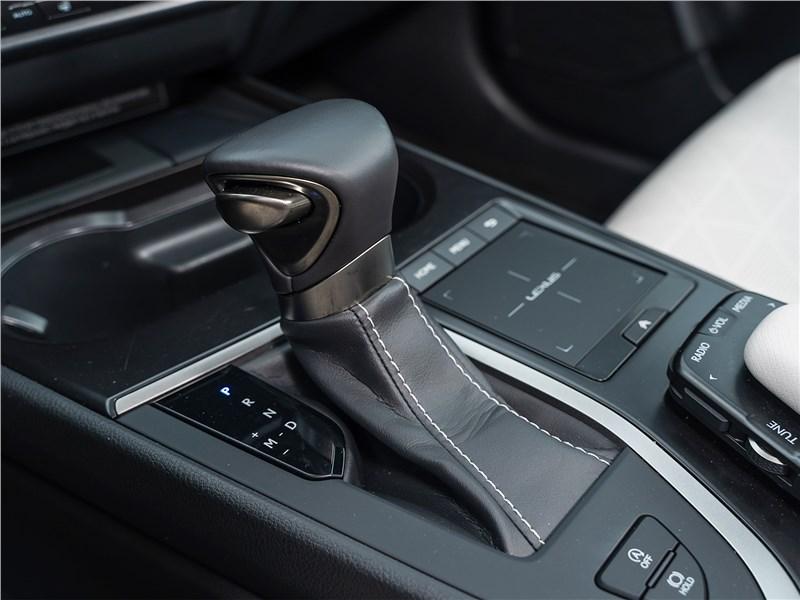Lexus UX 200 2019 АКПП